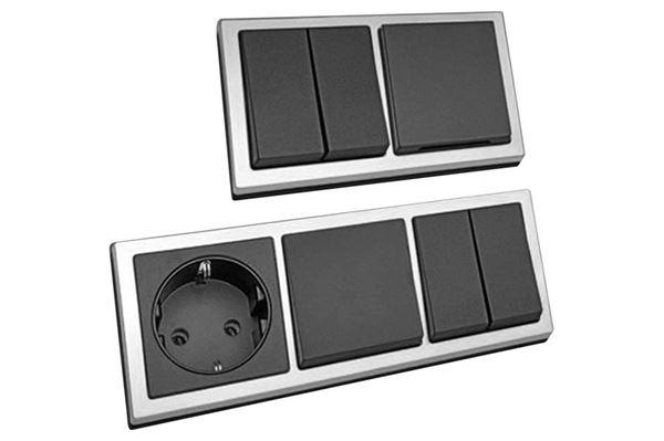 Image of   230 V dobbelt vippekontakt med 2 stikdåser. Farve: Sort/crom.