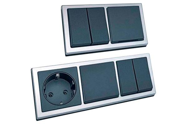 Image of   230 V kontakt med 2 stikdåser. Farve: Sort/crom.